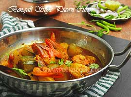 Bengali Style Prawn Curry With Pumpkin & Pointed Gourd Or Potol Kumro Die Chingrir Dalna