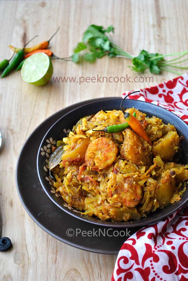 Bandhakopi Chingrir Ghonto Or Bengali Prawn Curry