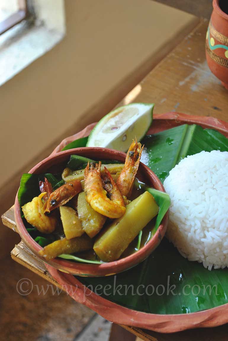 Chingrir Jhol Or Bengali Style Light Prawn Curry