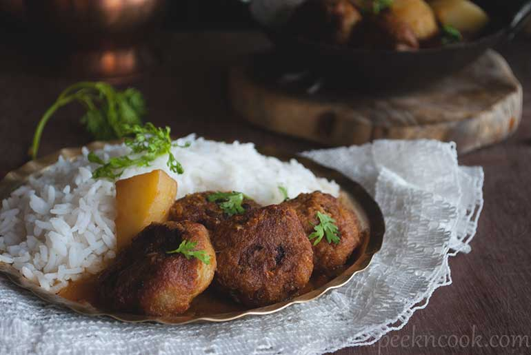 Kanchakola Or Plantain Kofta Curry