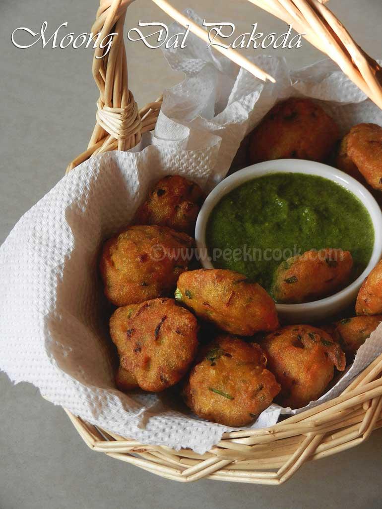 Moong/Mung Dal Ke Pakoda/Vada  Or Fritters