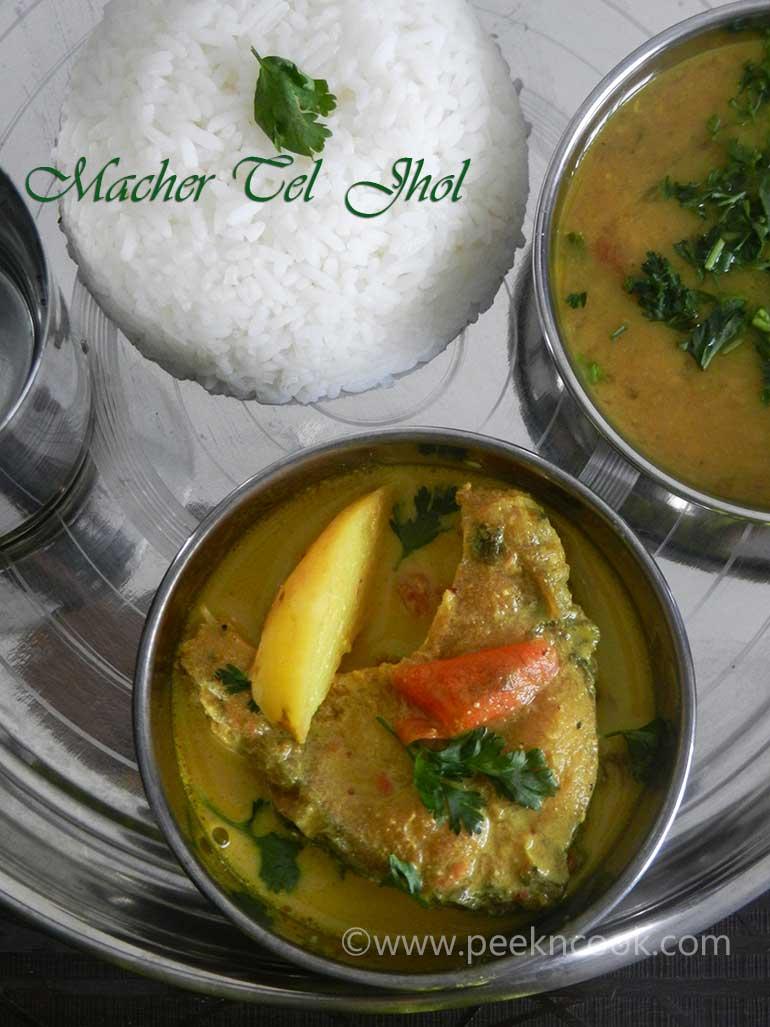 Rui/Rohu Macher Teljhol Or Rohu Fish In Light Mustard Gravy